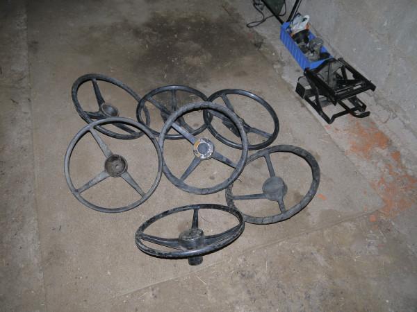 Diverse gebrauchte Serie und Defender Lenkräder